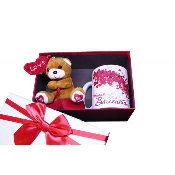 Подаръчна кутия със чаша и плюшена играчка